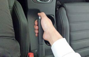 Những lỗi lái xe cơ bản mà người mới lái hay mắc phải 3