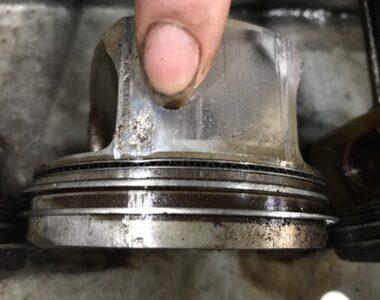 Pittong BMWX5 bị mài mòn
